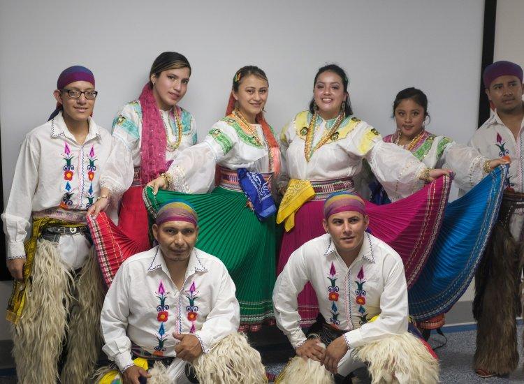 Ceremonia de Corte de Cinta de Latinos por la Defensa de la Educación y la Diversidad
